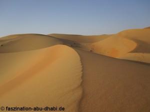 Eine faszinierende Landschaft und absolute Stille laden in der Wüste zur Einkehr ein.