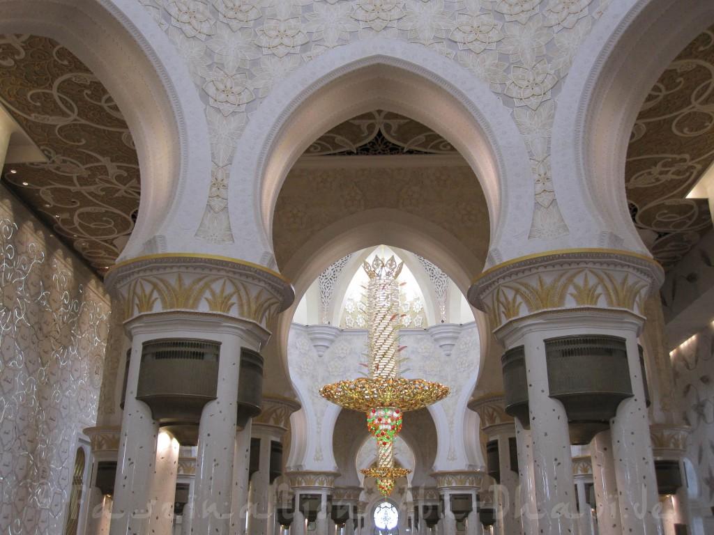 Die Sheikh-Zayed-Moschee als Beispiel für Gigantismus & Völkerverständigung