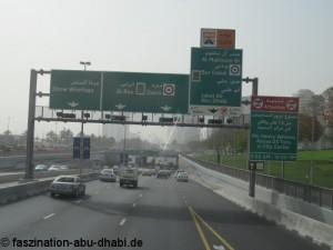 Eine gute Reiseplanung verhindert Irrfahrten und gibt Sicherheit beim Navigieren durch arabische Großstädte.