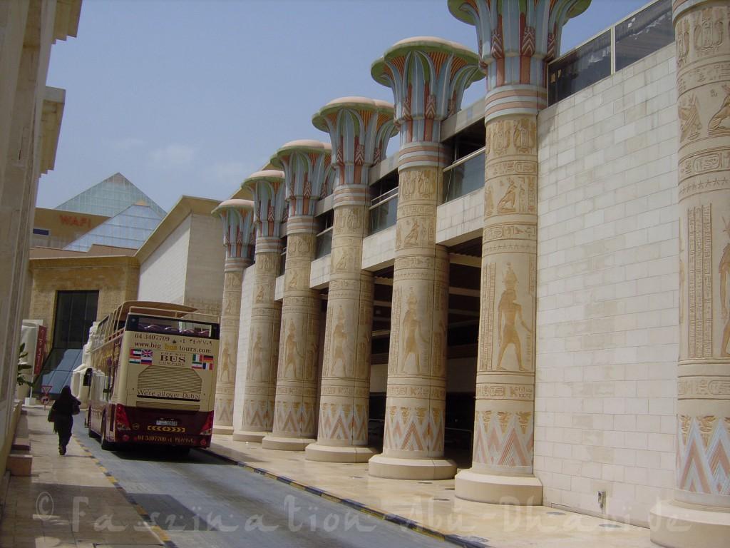 Auf geht's! Die Big Bus Tour startet in Dubai am Wafi Shopping Center