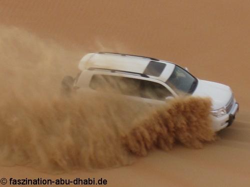 Mehr Spaß als Gefahr ist Dune Bashing, wenn man zu qualifizierten Fahrern ins Auto steigt.