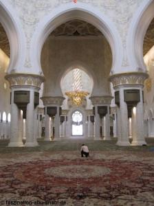 Die Shaikh-Zayed-Moschee als Beispiel für Gigantismus