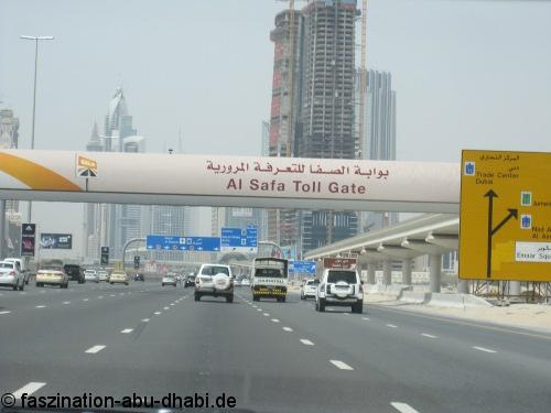Die Toll Gate Gebühren, welche Mietwagen-Fahrer in Dubai & Co. passieren, werden mit Kreditkarte gezahlt.