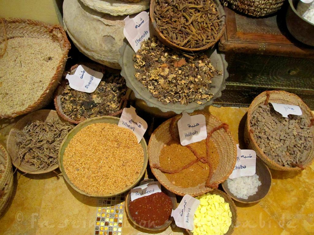 """Auf dem Gewürzsouk gibt es vieles: Nicht nur Gewürze für die Küche, sondern auch """"Gesundheits- und Schönheitsartikel"""""""
