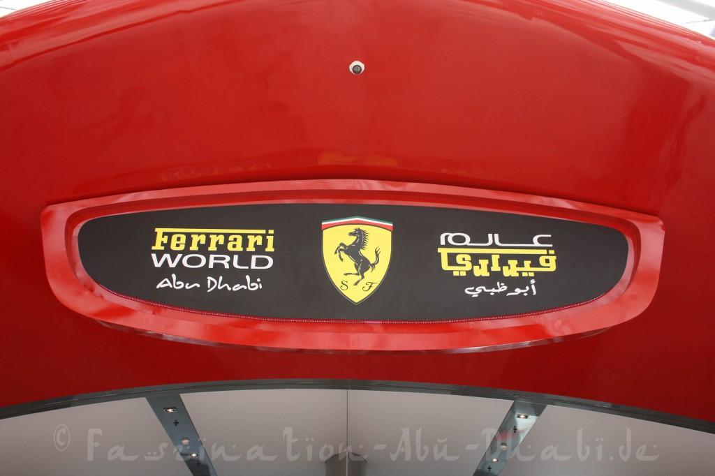 Willkommen in der Ferrari World in Abu Dhabi, einem großen Indoor-Freizeitpark